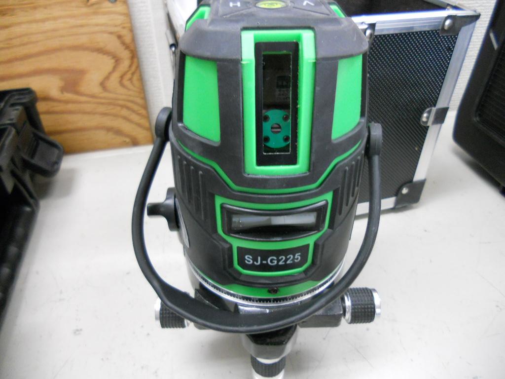 DANGERグリーンレーザー墨出し器入荷しました。