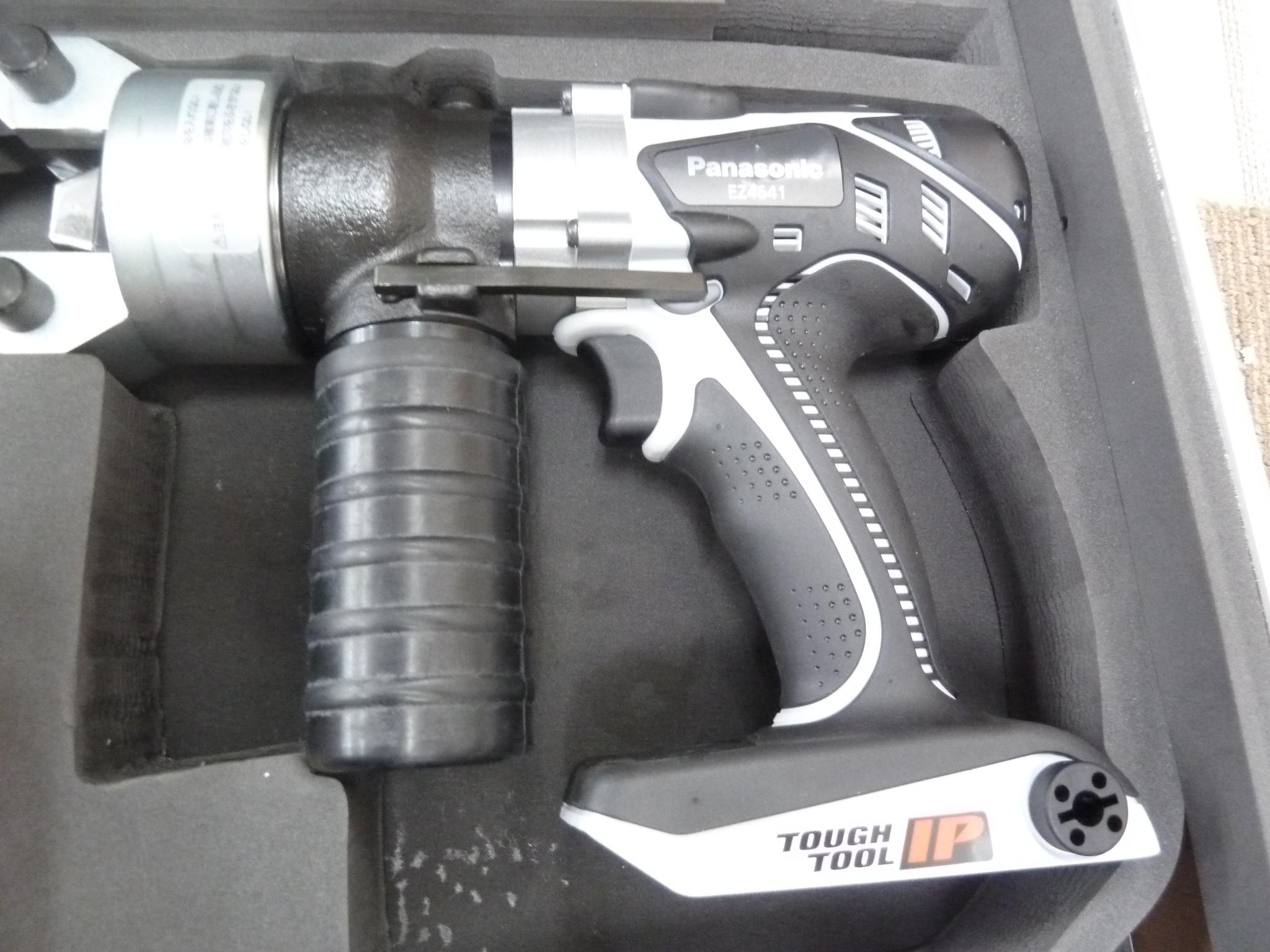 パナソニック 圧着器/ケーブルカッター(圧着ダイスセットつき) 充電式 14.4V  EZ4641K-Hを買い取りしました!岡山店