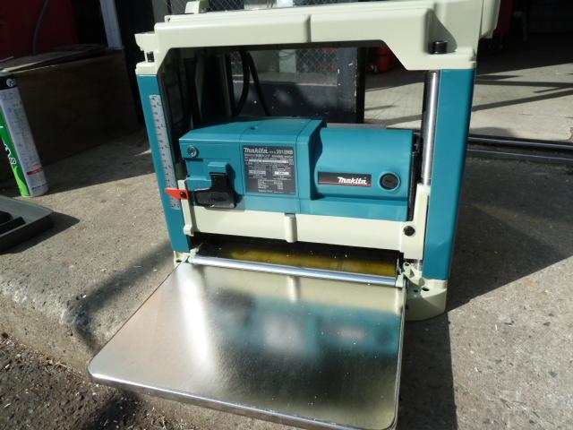 マキタ 電動工具 304mm小型自動カンナ 2012NB を買い取りしました!