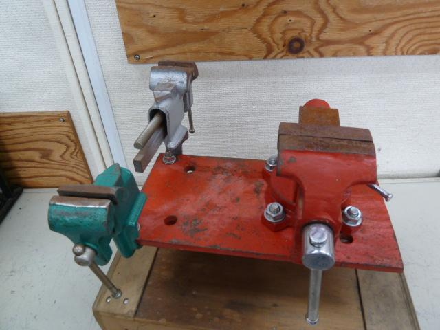 バイス・万力 3点も台座に装着されています。ホビーに作業場にセットして置きたいですね。