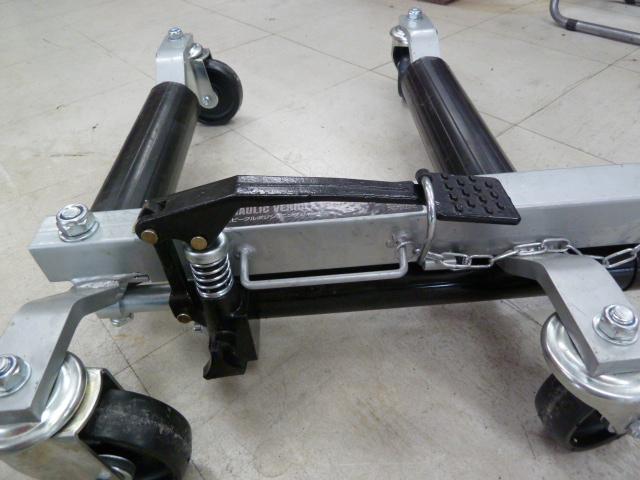 アストロプロダクツ 油圧ビークルポジショニングジャック AP060112 を買取しました。