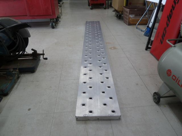 ハセガワ 長谷川工業 アルステージ 3m×24cm×3.1cm AD-33。 2m×24cm×3.1cm AD32。を買取しました。
