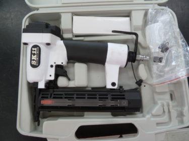 藤原産業 SK11 軽量型エアタッカー T425L SA-T425L-X1、超軽量仕上釘打機 釘足長 12~35mm F35L SA-F35L-X1 を買取しました。岡山店2020/10/5